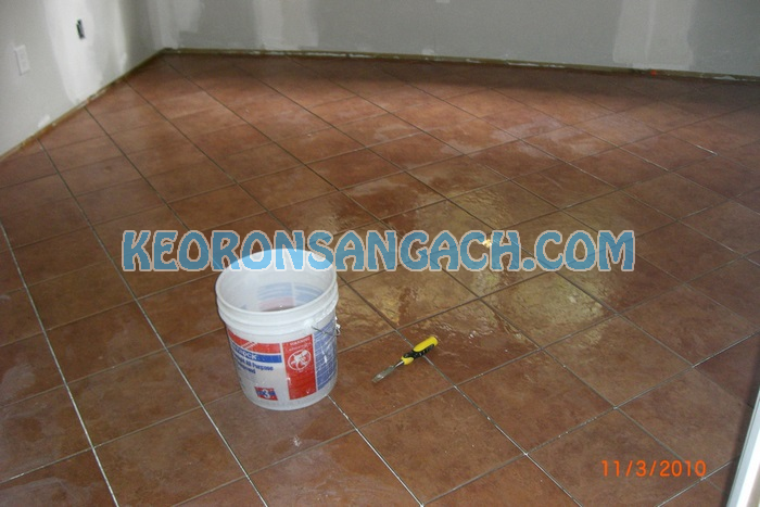 Phủ bóng sàn gạch tàu – Cách chống thấm và chống bẩn tốt nhất